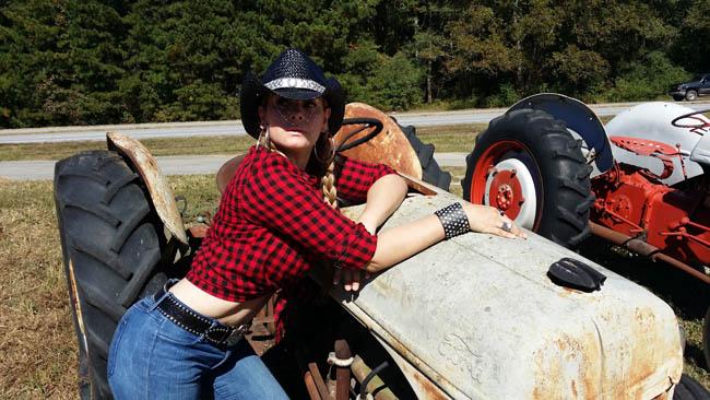 Cow-Girl-Carolyn=Collado