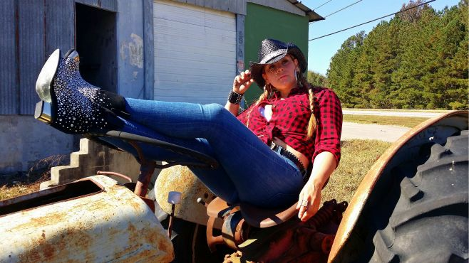 Carolyn-Collado-Cow-Girl-1